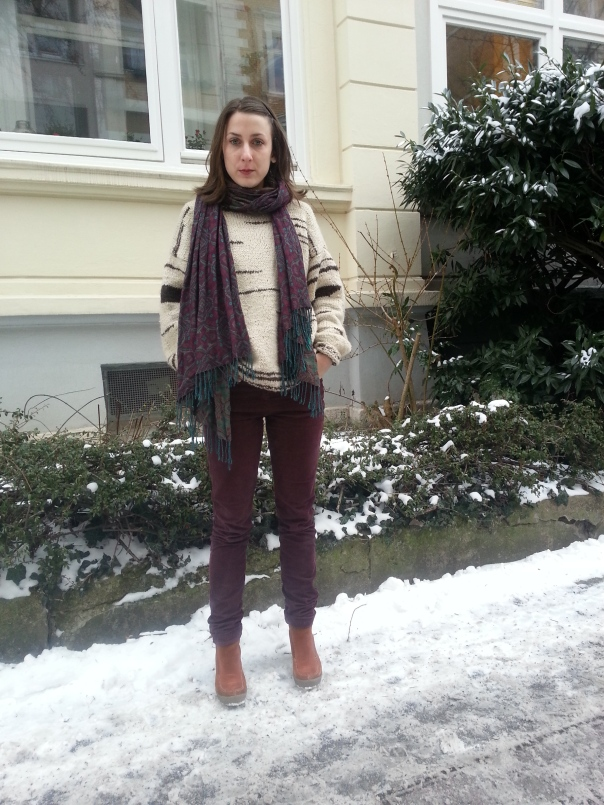 This is a wool sweater, hand knitted. The long scarf is H&M, the trousers are Promod, and the shoes by Camel Active