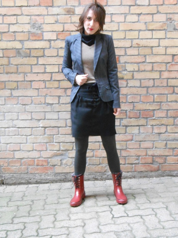 Boots Even&OddBlazer Vero Moda, Skirt Zara, Cashmere sweater Mango